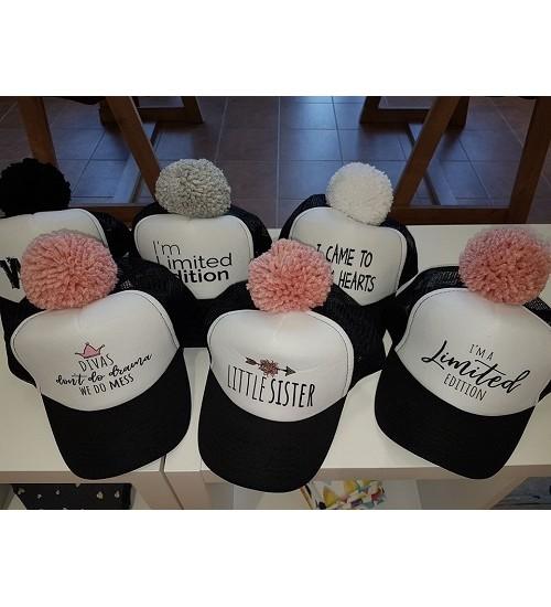NelaLand kepurytė '' Limited edition '' su rožiniu bumbulu. Spalva juoda / balta