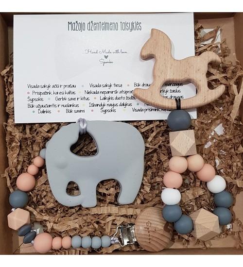 Šponkės rinkinys Džentelmenui. Čiulptuko laikiklis su kramtuku (drambliukas) + kramtukas - žaisliukas arkliukas