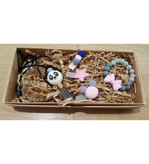 Šponkės aksesuarų rinkinys (apyrankė, pakabukas, trys segtukas). Spalva pilka / rožinė