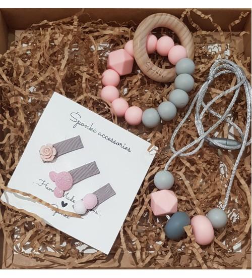 Šponkės rinkinys mergaitei kramtukas apyrankė ir mamytei pakabukas. Spalva rožinė / pilka