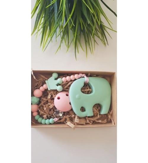 Šponkė Čiulptuko laikiklis su kramtuku-drambliukas. Spalva šviesia žalia / rožinė