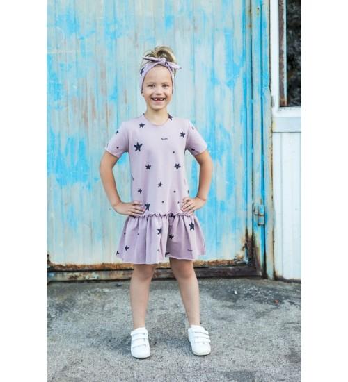 Tuss suknelė mergaitei trumpomis rankovėmis. Spalva rožinė su juodomis žvaigždutėmis